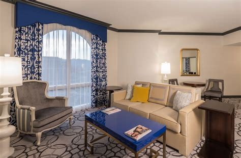 livingroom suites ooh la la paris las vegas hotel rooms get a snazzy makeover las vegas blogs