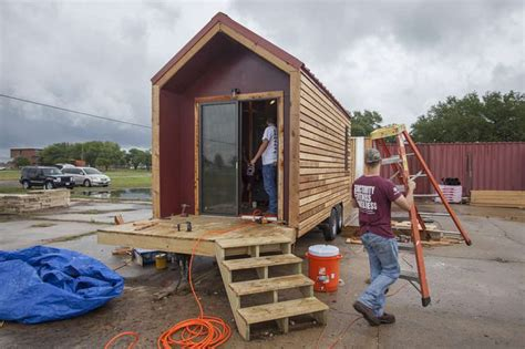 Small Home Builders San Antonio Tx A M Students Build Tiny Houses For The Homeless