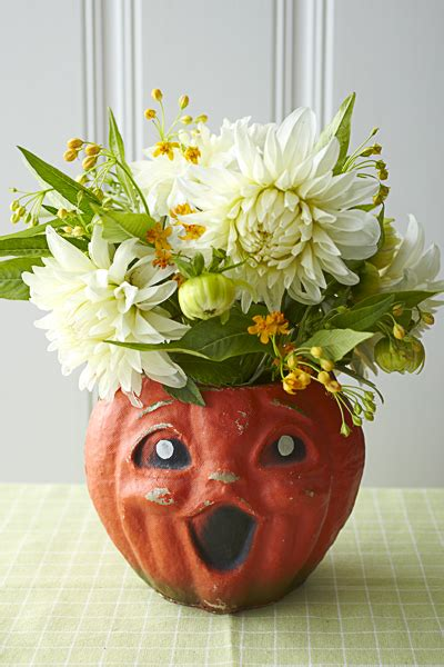 the perfect diy pumpkin seed flower decoration cret 237 que how to make halloween centerpieces julie s floral