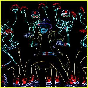 Light Up Dancers On America S Got Talent Get Golden
