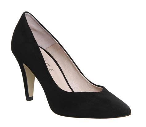 office wallflower court shoe black suede mid heels