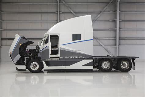 brochures video freightliner trucks freightliner trucks