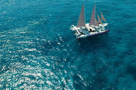 private catamaran bali aneecha bali luxury catamaran sailing cruises bali lembongan