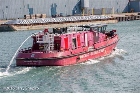 fire boat chicago chicago fire boat battling a fire firescenes net