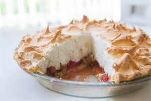rhabarber baiser kuchen rhubarb meringue pie simplyrecipes