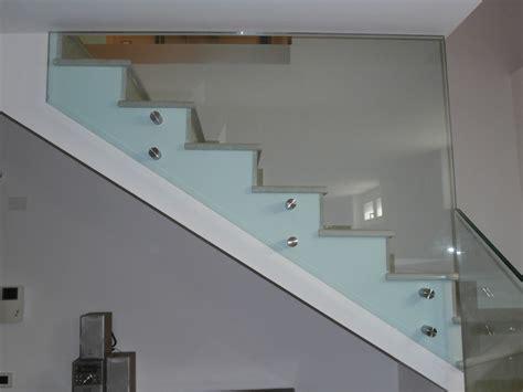 corrimano in vetro per scale parapetti in vetro bergamo brescia