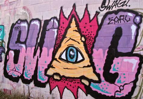 murales lettere differenza tra murales e graffiti