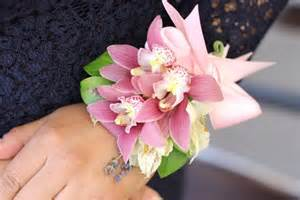 how to make a corsage wristlet how to make a beautiful wrist corsage ehow