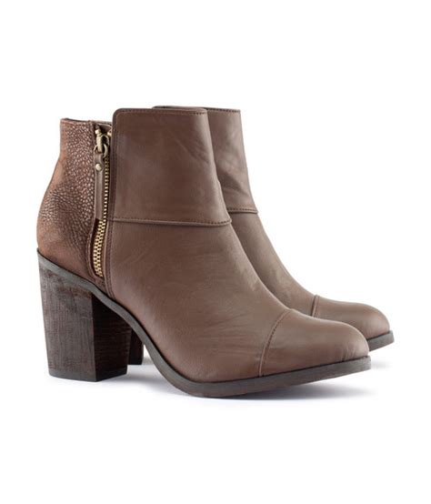 brown ankle boots 50 fall must haves 50 stylebistro