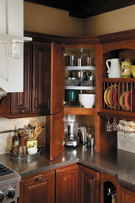 kitchen corner cabinet ideas 25 best ideas about corner cabinets on corner