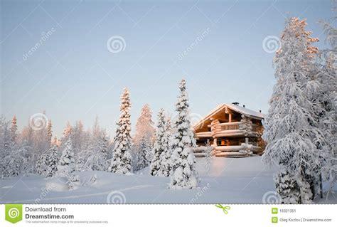 haus aus streichhölzern winterhaus stockbild bild landschaft winter holz