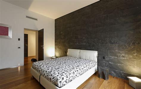 parete nera da letto da letto con rivestimento parete in ardesia nera a