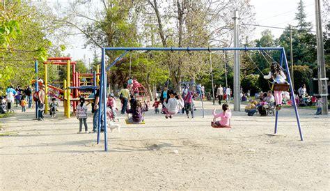 imagenes de niños jugando en un parque ni 241 os jugando en parque quinta normal barrio matucana