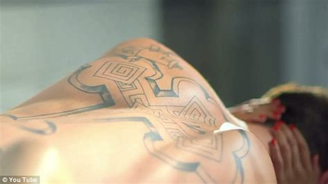 karma tattoo lyrics chet hanx tom hanks son chet haze enjoys steamy tryst with pretty