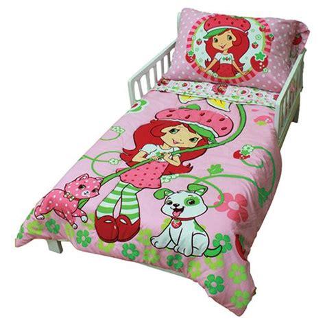 strawberry shortcake bedroom decor strawberry shortcake toddler bedding set 45223 311 tdlr