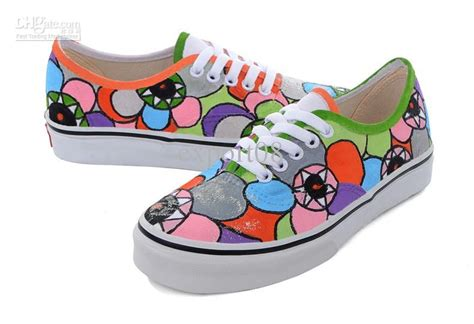 boat shoes vs canvas sneakers the gallery for gt canvas shoe painting
