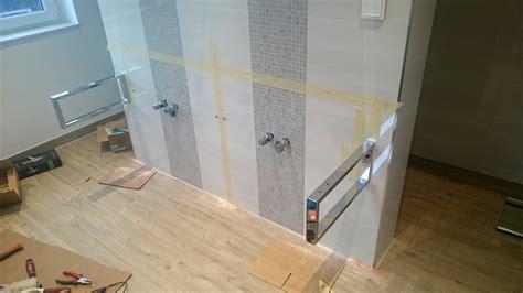 Badezimmer Unterschrank Befestigen by Badezimmer Ausbauen Badfliesen Badm 246 Bel Armaturen