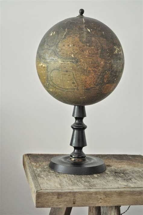 mappemonde le 764 best images about the tourist on vintage suitcases vintage luggage