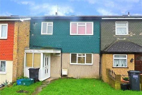 3 bedroom house for sale in croydon 3 bedroom terraced house for sale in the lindens new addington croydon cr0