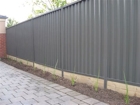 Metallzaun Lackieren by Colorbond Slate Grey Fence My House Outdoor Ideas