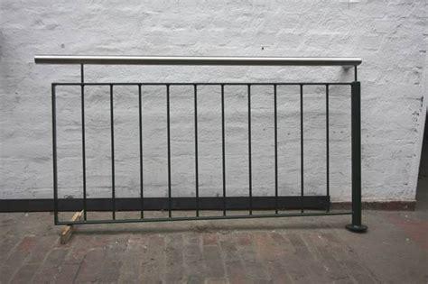 geländersysteme verzinkt teil eines balkon gel 228 nder aus verzinktem und gr 252 n