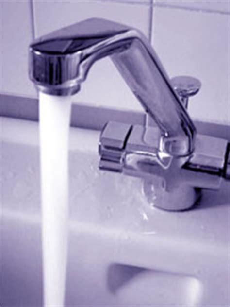 acqua dal rubinetto acqua risorsa da risparmiare e r ambiente