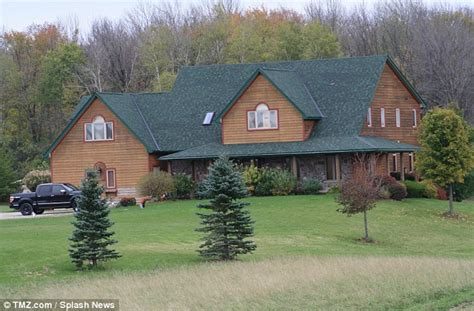 Justin Bieber Buys His Family A New 850 000 Five Bedroom Home Daily Mail Online
