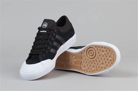 adidas matchcourt adidas skateboarding matchcourt low black white sneaker