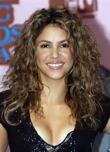 hairstyles for black spiked on top small curls in back and sides of hair shakira photos photos 2005 mtv european music awards