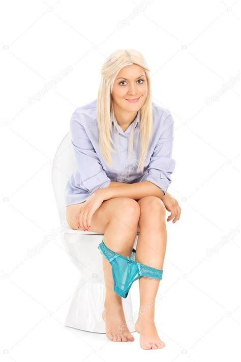 peeing selfies on toilet fille pipi assis sur les toilettes photographie