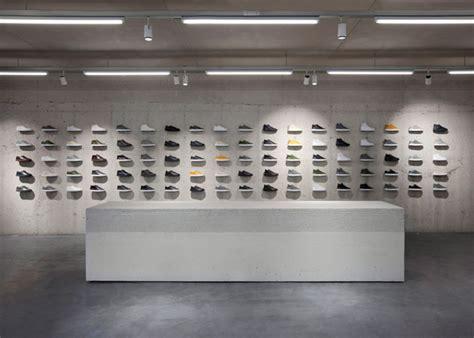 come arredare un negozio di scarpe come arredare un negozio di scarpe casi studio