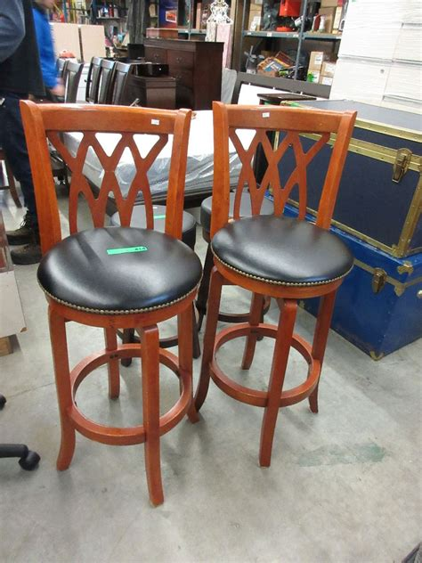 Used Bar Stool by 2 X 29 Quot Swivel Bar Stools Used