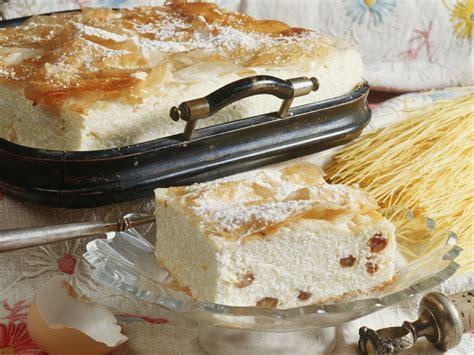 kuchen mit rosinen quark rosinen kuchen mit ungarische rezept eat smarter