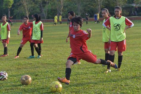 sepak bola wanita indonesia  kumpulan terbuang