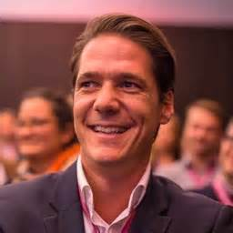 airbnb germany gmbh christopher bergau market lead business travel dach