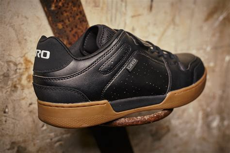 dirt bike shoes giro chamber dirt