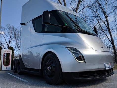 tesla truck fedex places order for 20 tesla semi electric trucks