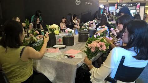 membuka usaha florist serunya komunitas perangkai bunga mal kelapa gading