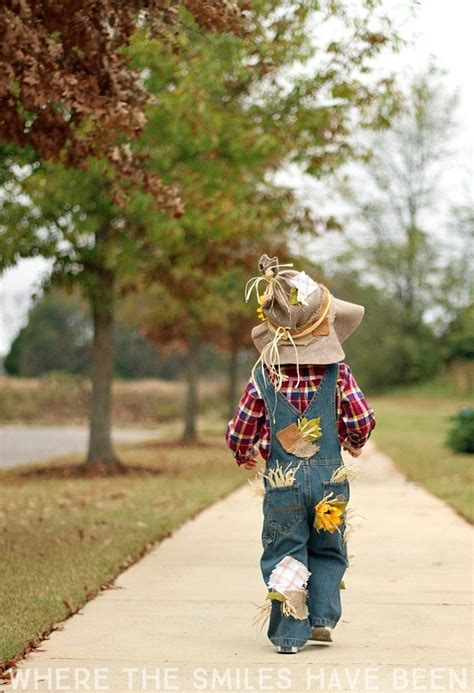 easy adorable diy scarecrow costume  perfect
