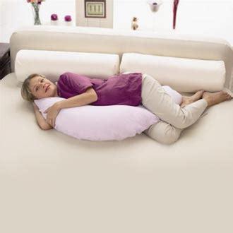 coussin pour dormir une astuce pour mieux dormir r 233 habilitons le traversin de nos grands parents une rch et apr 232 s