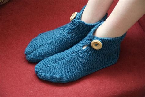 easy knit slippers 16 best images about mrs s slippers on