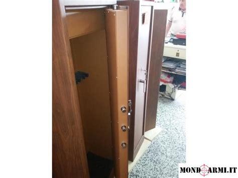 armadio blindato fucili armadio blindato porta fucili 12 posti effetto legno