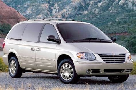 how does cars work 2007 chrysler town country seat position control used 2007 chrysler town and country minivan pricing for sale edmunds