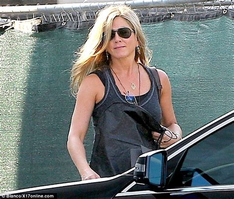 jennifer comfortable jennifer aniston and justin theroux spotted for first time
