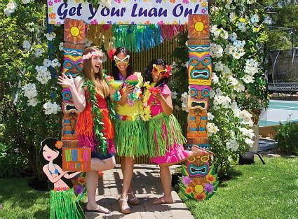 christmas in hawaii themed party luau decorations lovetoknow