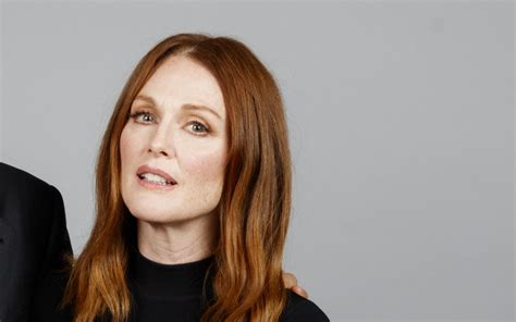 emma stone julianne moore watch julianne moore emma stone and others urge voters to