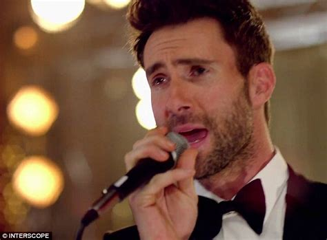 adam levine blasted in the face with sugar hollyscoop adam levine shocks brides with maroon 5 in wedding