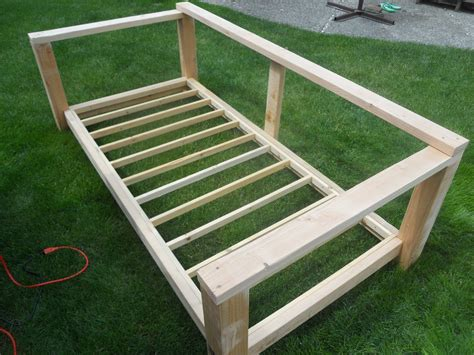 How To Build A Daybed Frame | build an outdoor daybed gardening pinterest day bed