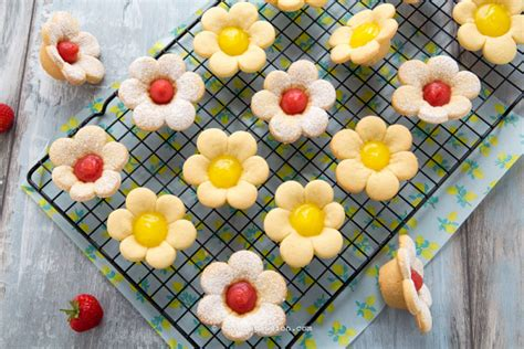 fiori di pasta frolla crostatine fiori di pasta frolla con crema al limone