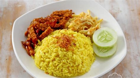 cara membuat nasi kuning bakar libur panjang saatnya siapkan sarapan spesial untuk